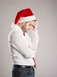 Picture_of_sad-man-santa-hat-bigst