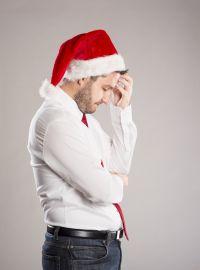 Picture_of_sad-man-santa-hat-bigst